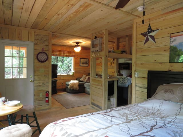 A Cabin in the Woods - Cleveland - Hytte