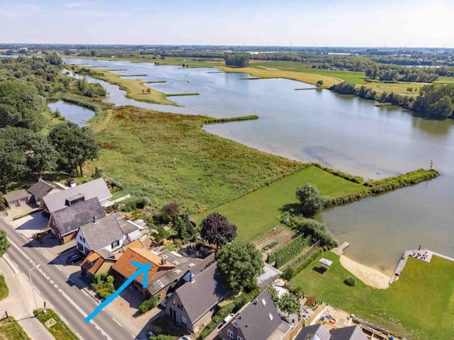 RHENEN: directly at the river (Lower Rhine)