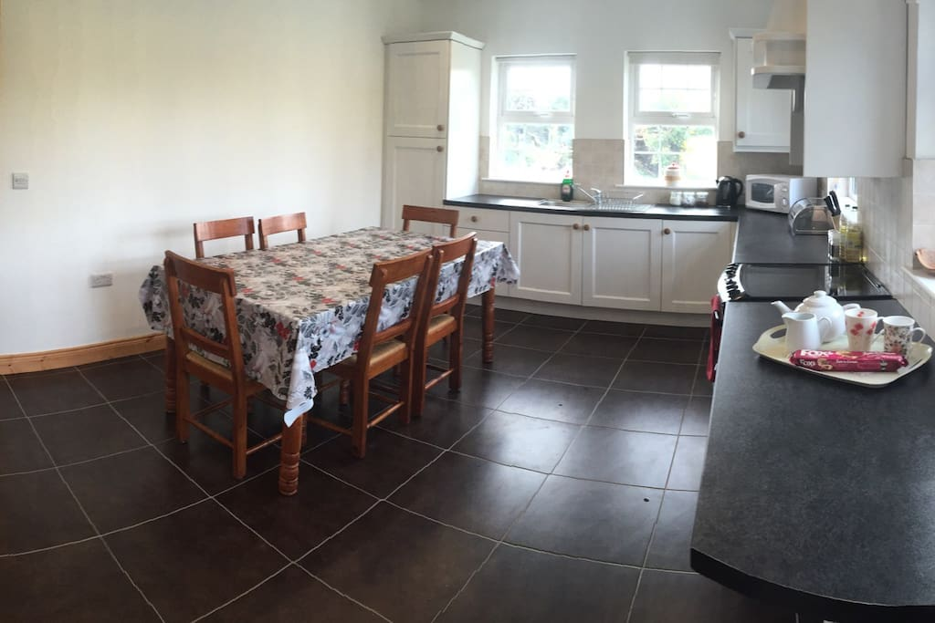 Large fully equipped kitchen (12 additional chairs in house)