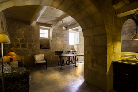 Waterfront historical stone house - Senglea - Daire