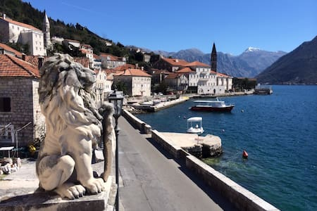 Idyllic waterfront apartment - Perast