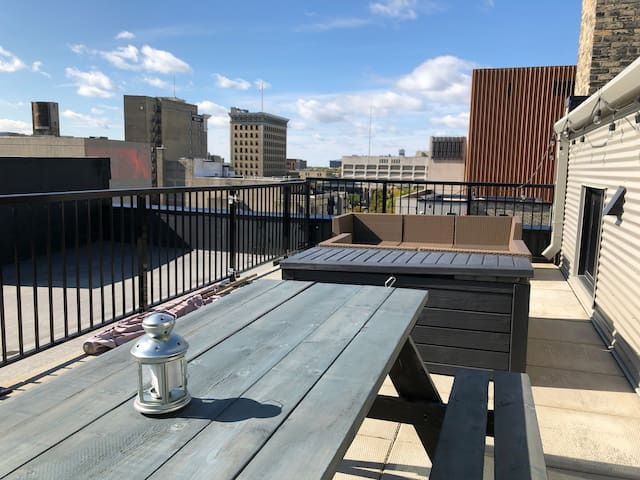 Top Floor Condo (private patio) in The Exchange
