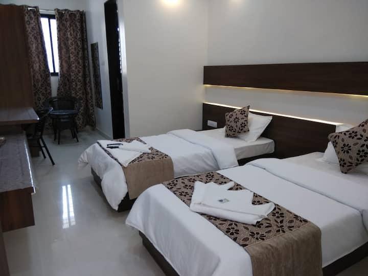 MPK Suites TSquare Room 5