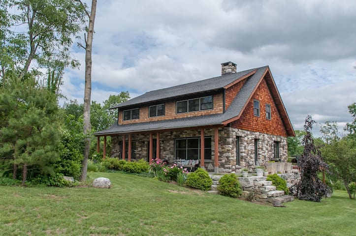 Stone House Vacation Rental - Нью-Палц - Дом