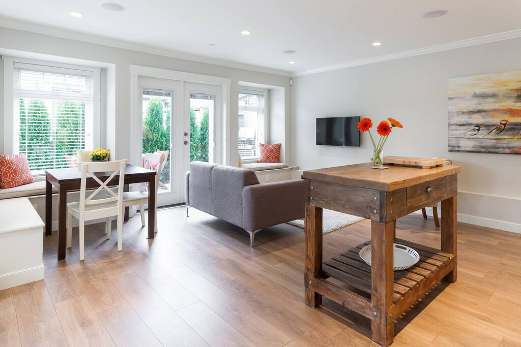 Bright and spacious living, dining, kitchen