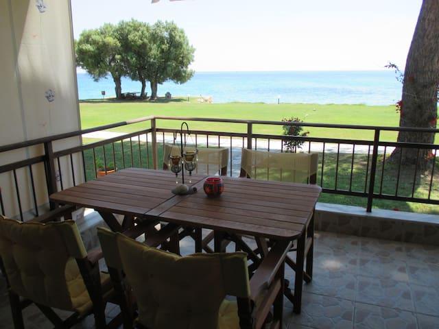 Beautiful summer house by the sea - Μόλες Καλύβες - Kondominium