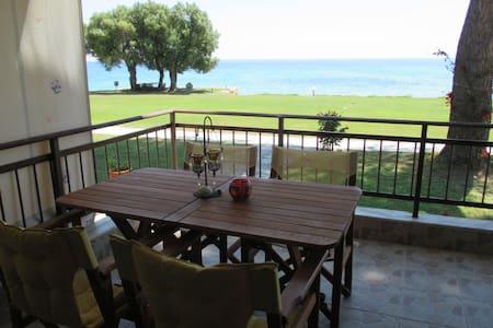 Beautiful summer house by the sea - Μόλες Καλύβες
