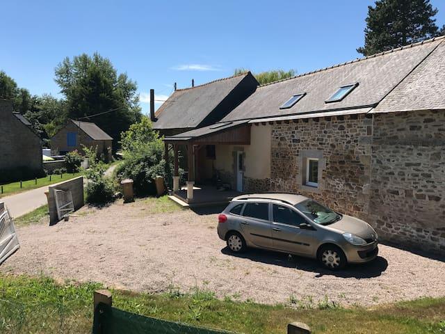 Jolie maison typique bretonne avec spa
