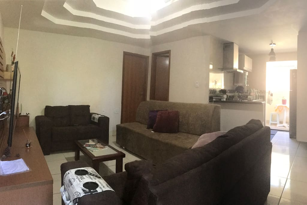 Sala completa com sofá-cama para casal
