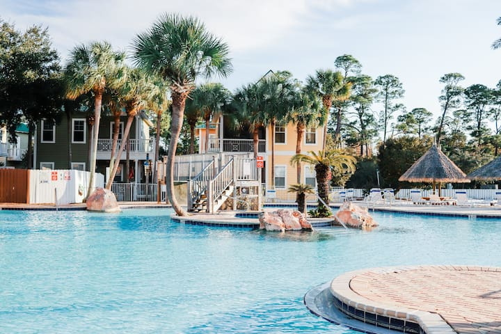 Purple Parrot Resort Condo near Perdido Key Beach