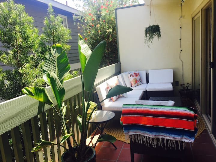 Breezy townhouse, 5 mins to beaches/15 mins to LAX