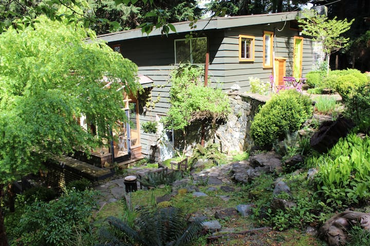 Green Glass — Studio - Bowen Island - Casa