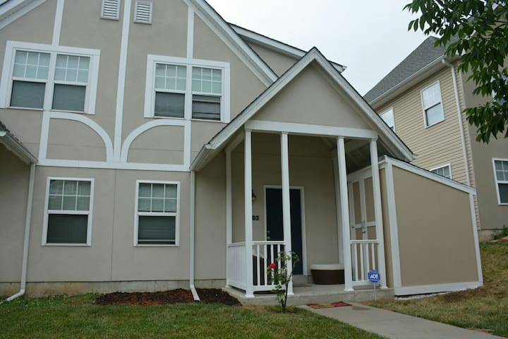 3BR 2BA Quiet Philly Home, 15 mins to Center City.