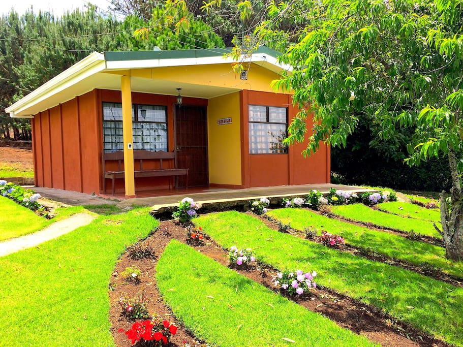 Villa espaciosa y confortable villas for rent in for Villas for rent in costa rica