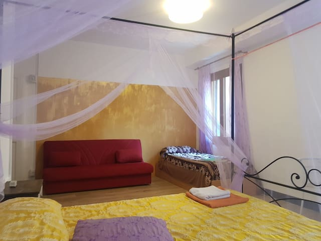 Large sunny very central golden lovely room