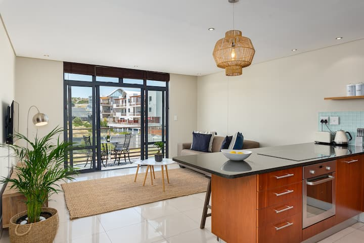 Eden On The Bay Apartment | Beachfront | Netflix