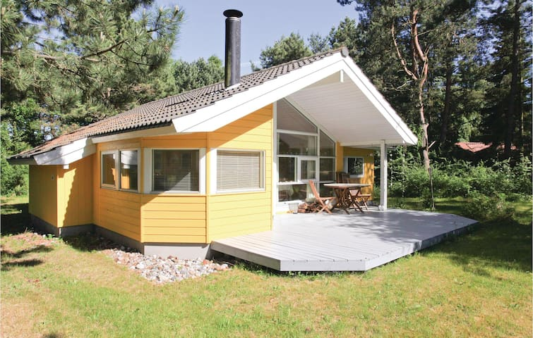 Holiday cottage with 2 bedrooms on 72m² in Højby