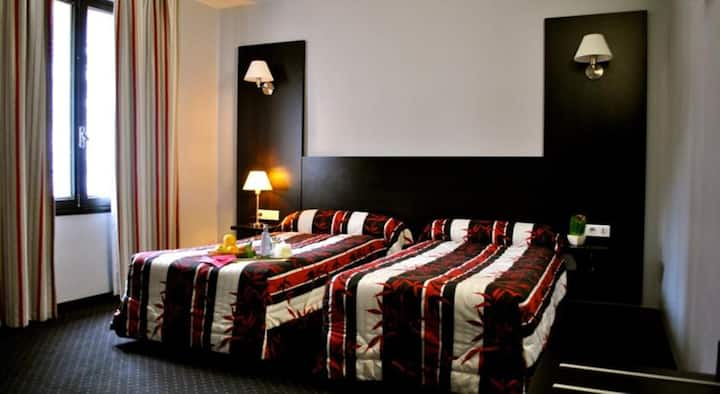 Room 2 pax with parking free near Sanctuary