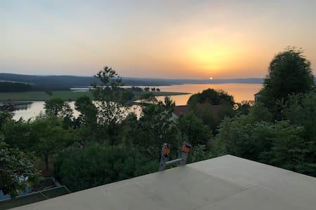 Appartements vue sur lac