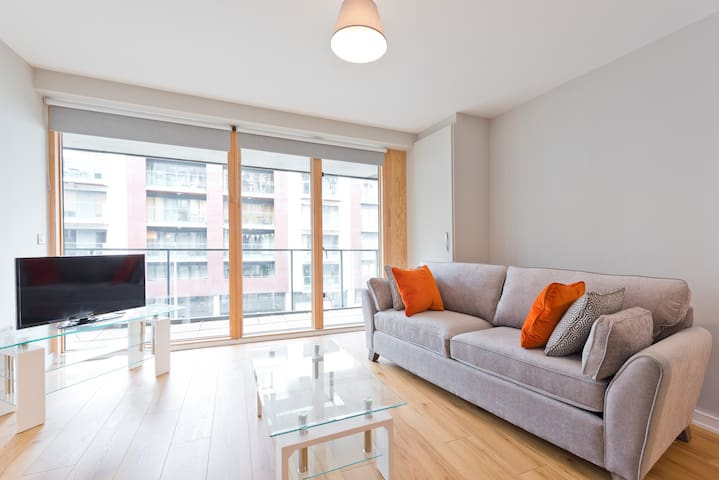 UP MARKET GRAND CANAL DOCK *10MINS TO CITY CENTRE*