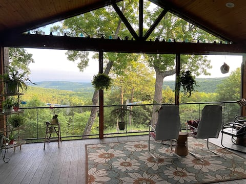 Quiet. Easy access to SDC Forested retreat