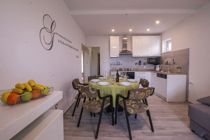New charming apartment Meira 4 (4+2)