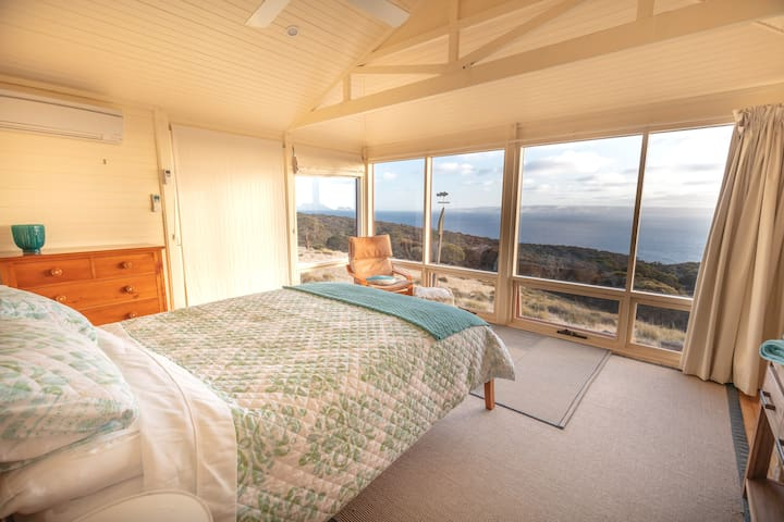 Queen bed with gorgeous linen and a stellar view