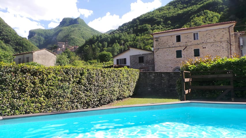 Tuscan Apartment with Pool, Monzone - Monzone - Appartement