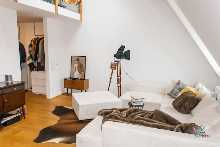STYLISHLY FURNISHED LOFT IN PRIME LOCATION