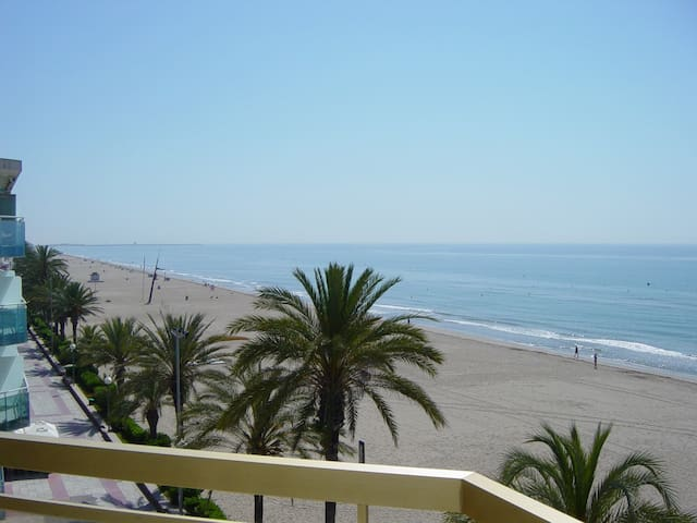 Super apartment, fantastic views, ocean-front, 4 p - Calafell - Leilighet