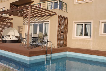 Stunning luxury apartment with pool - Bafra - Pis