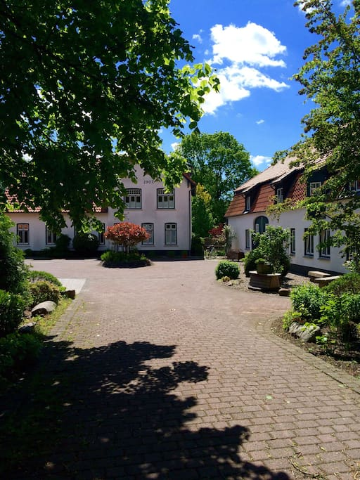 herrenhausensemble- eigener parkplatz +hofeinfahrt