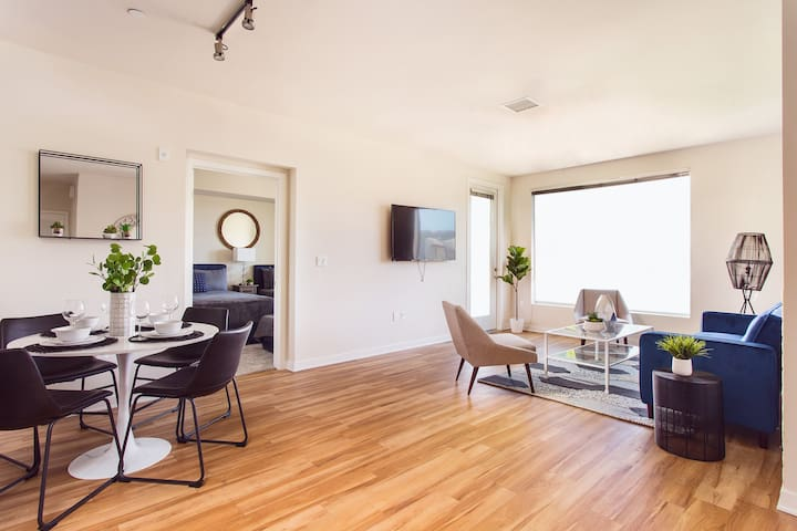 SD Paradise Suite! 2BR+Best Location+Sleeps 6+View