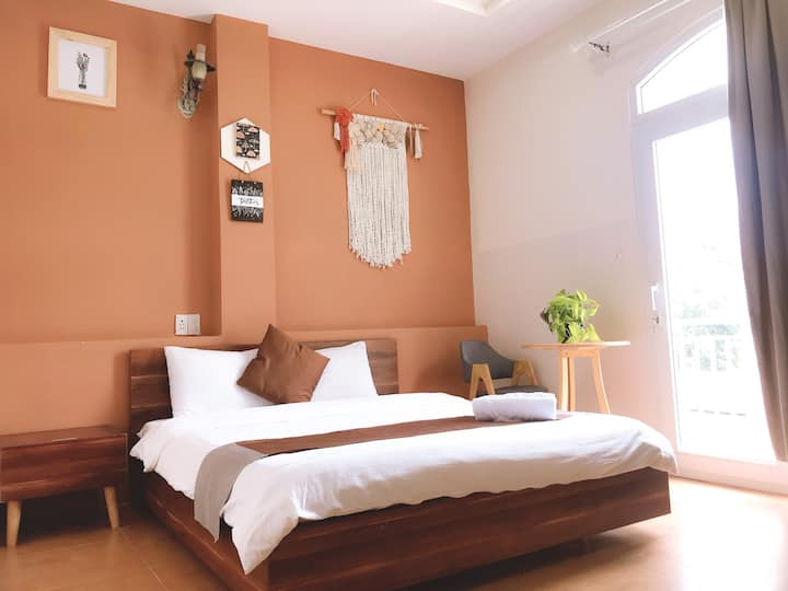 1 Bedroom with 15-minute walk to Xuan Huong Lake