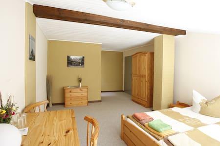 Gästezimmer auf dem Gutshof Jahnsfelde - Müncheberg - Dům pro hosty