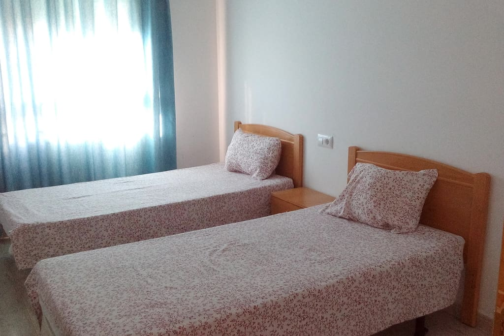 dormitorio 2 camas de 90cm. y armario