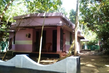 Munroe Days Home Stay Double room - Kollam