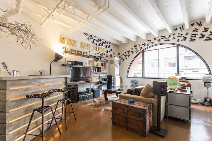 AWESOME DTLA Artist's Loft- Rooftop  Hot Tub!