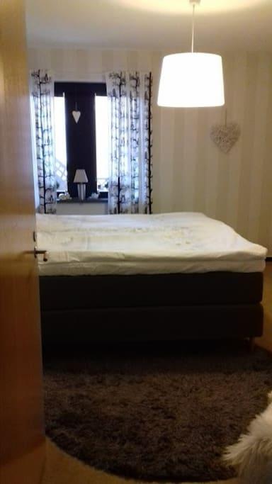 Luftigt sovrum
