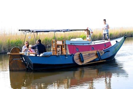 Boat Frederiek - Loď