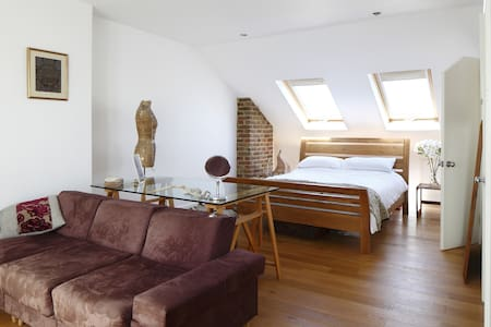 Beautiful Spacious Loft & En Suite - Hove