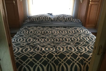 33ft rv for rent sleeps 6 - Genova