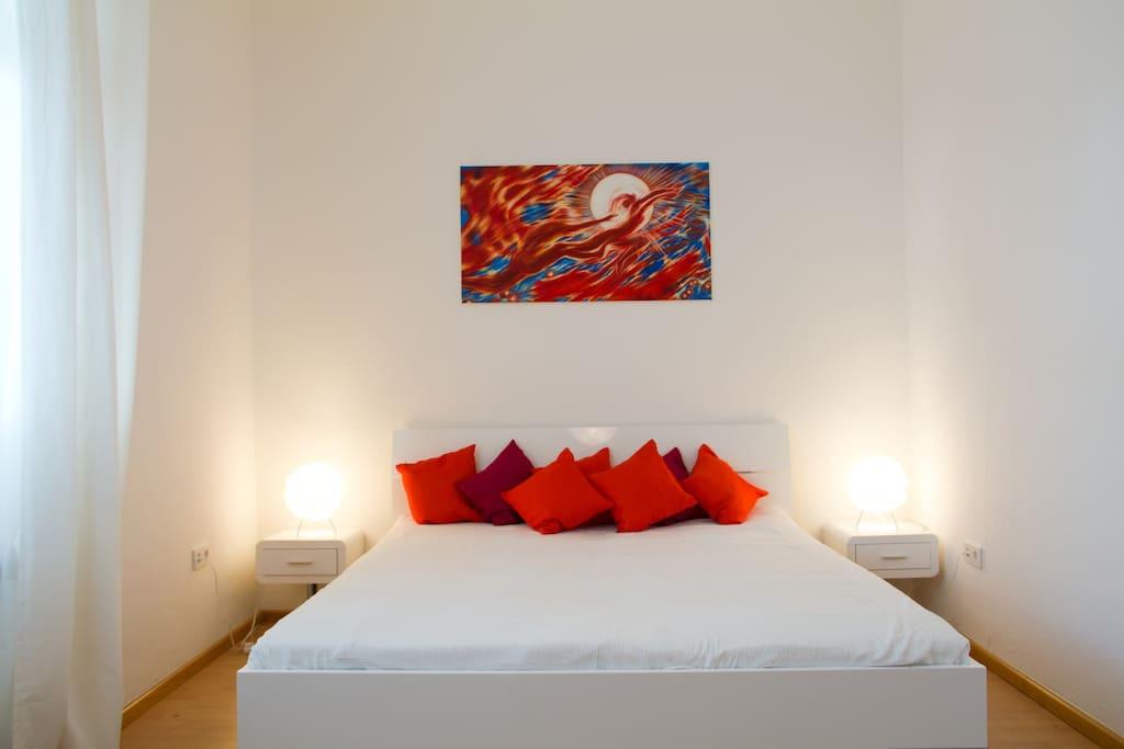 traumhaft schlafen ganz messenah wohnungen zur miete in k ln nordrhein westfalen deutschland. Black Bedroom Furniture Sets. Home Design Ideas