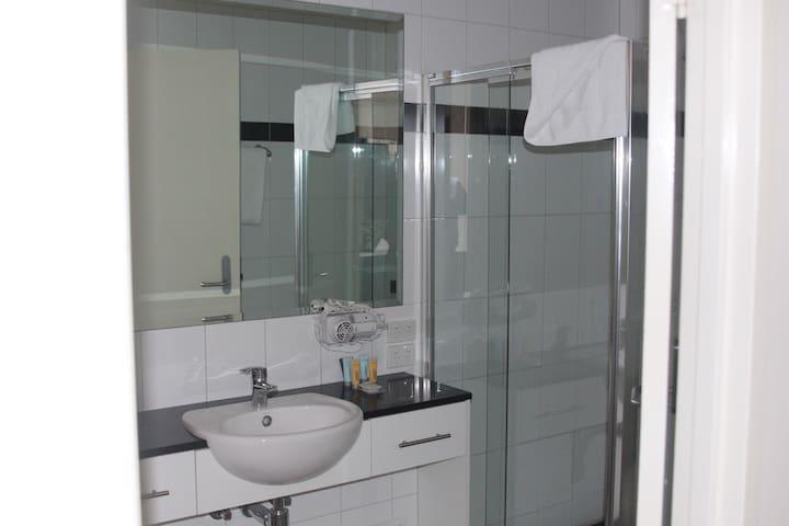 Executive Apartment Bathroom