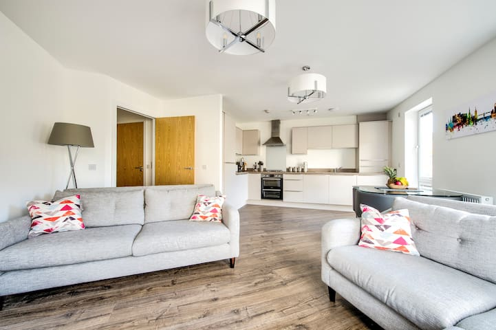 Modern and Stylish Apartment Close To City Centre