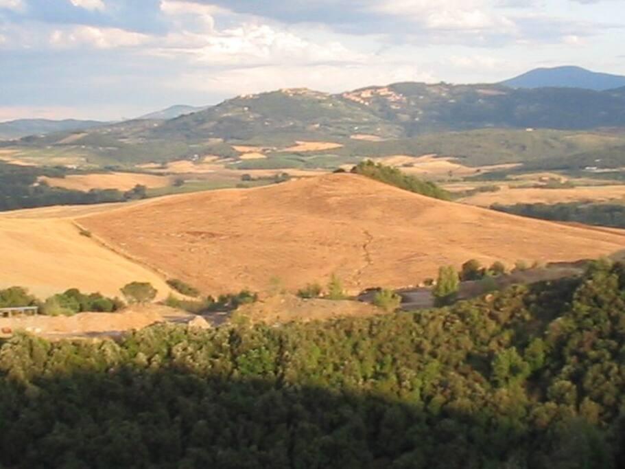 La vista dalla casa con Montalcino in lontanaza
