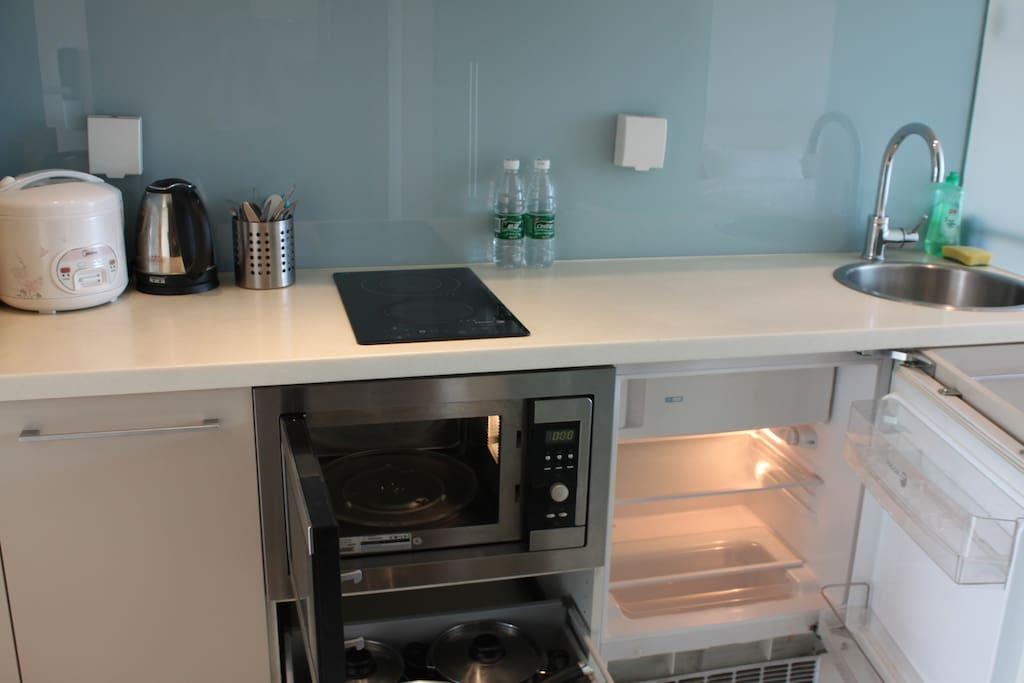 微波炉 电冰箱 电饭煲 电热水壶 各种烹饪厨具 都在等你喔