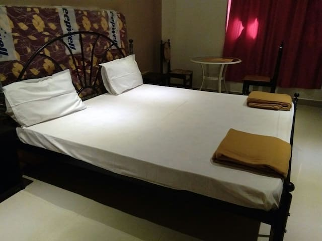 Cozy private  room - miramar panjim - Casa