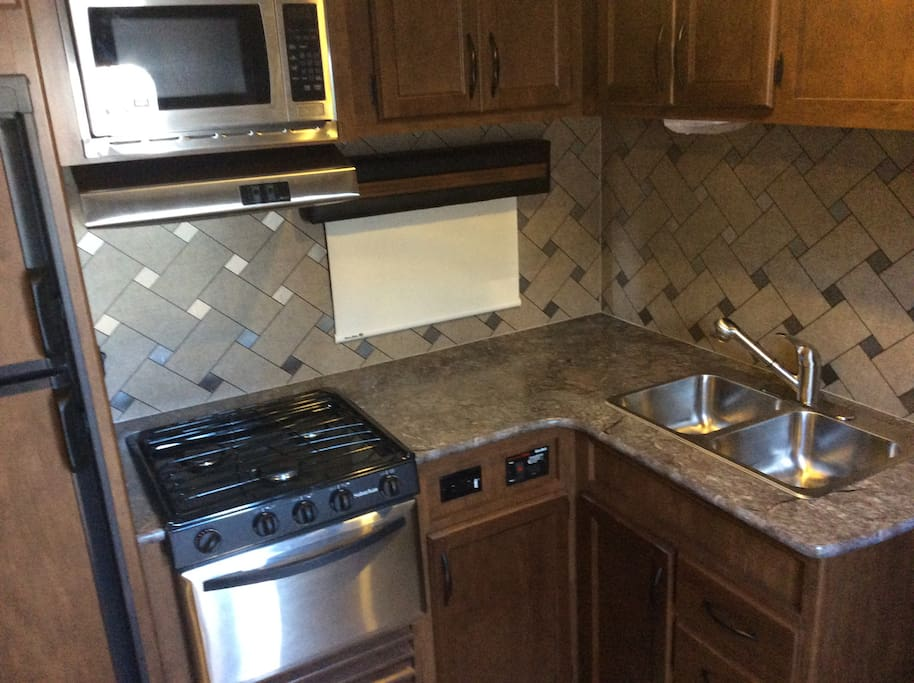 Kitchen with 3 burner stove
