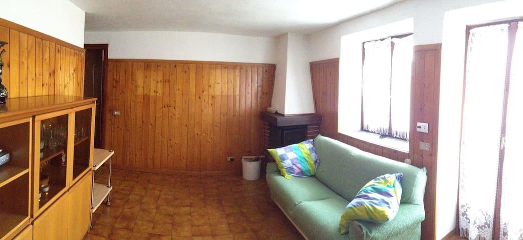 Appartamento indipendente, giardino - Montegrino - House
